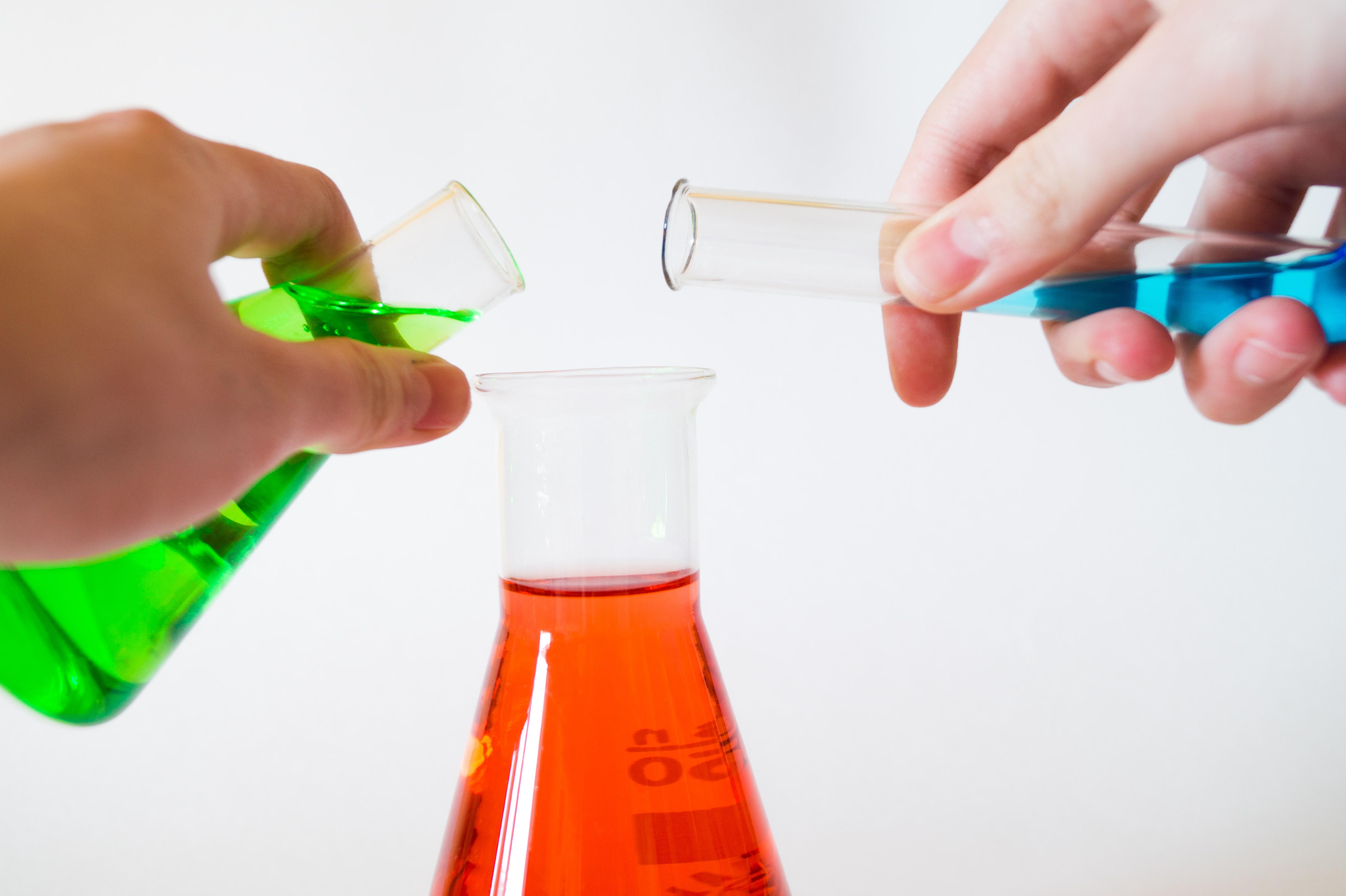 Originální dárek pro chemika? Zkuste plecháček